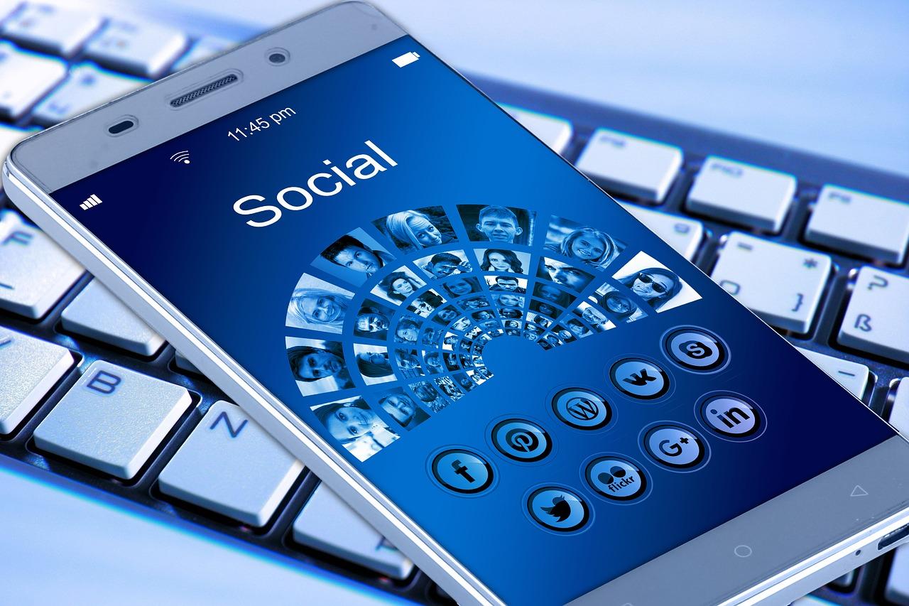 Wie funktionieren Netzwerke, z. B. soziale Netzwerke, Finanznetzwerke und wie gelangt man zu Vorhersagemodellen
